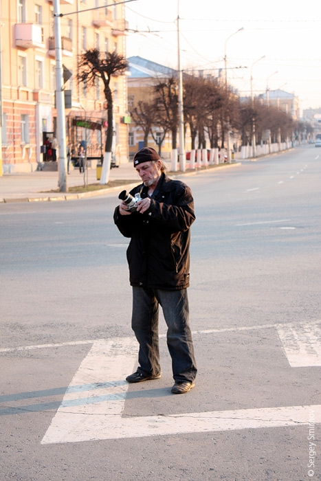 Олега, оседлавшего коня, фотографирует некто anonymous